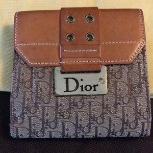 💥1 HOUR SALE💥💯% Authentic Christian Dior Wallet